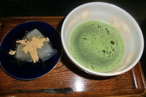 Japanese green tea and rice cake set