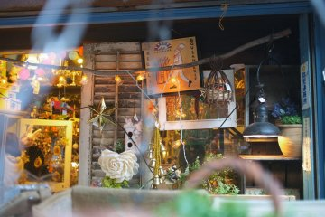 <p>Malto specializes in antiques and cute home decorations</p>