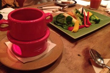 <p>Crudit&eacute;s with a hot dipping sauce</p>
