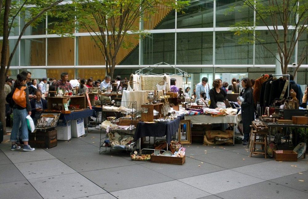 Oedo Antique Market selalu ramai dikunjungi penduduk lokal maupun turis