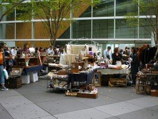 Chợ đồ cổ Oedo luôn có rất đông du khách và người dân địa phương