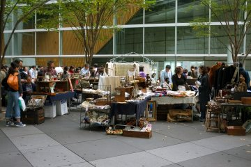 <p>Oedo Antique Market is always crowded by locals and tourists</p>