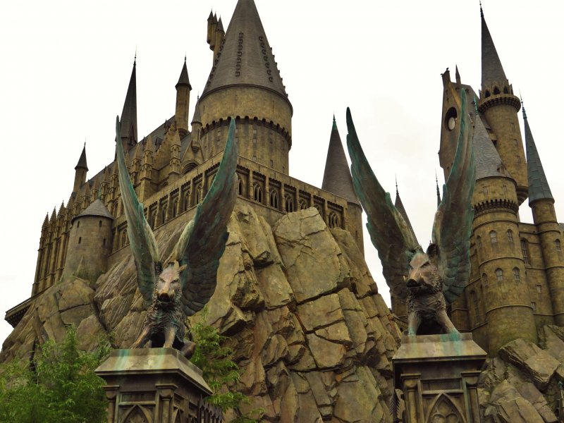 The wizarding world of harry potter osaka japan travel gua the entrance to hogwarts and also the entrance to harry potter and the forbidden journey roller gumiabroncs Images