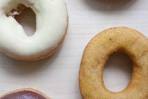 ปัจจุบันhara donuts (はらドーナッツ) นั้นสร้างสรรค์โดนัทหลากหลายมากกว่า 80 รสชาติ โดยมีเอกลักษณ์ที่ตัวโดนัทที่เหมือนกันทั้งหมด ซึ่งแต่ละรสชาตินั้นจะหมุนเวียนสับเปลี่ยนกันมาสม่ำเสมอ แต่ที่ขาดไม่ได้เลยสักวันก็คือโดนัทเต้าหูสูตรดั้งเดิมที่แสนอร่อยและขายดีที่สุด