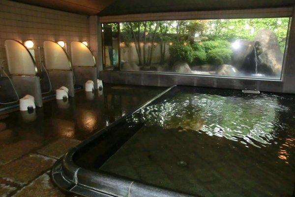 Bồn tắm chính bên trong