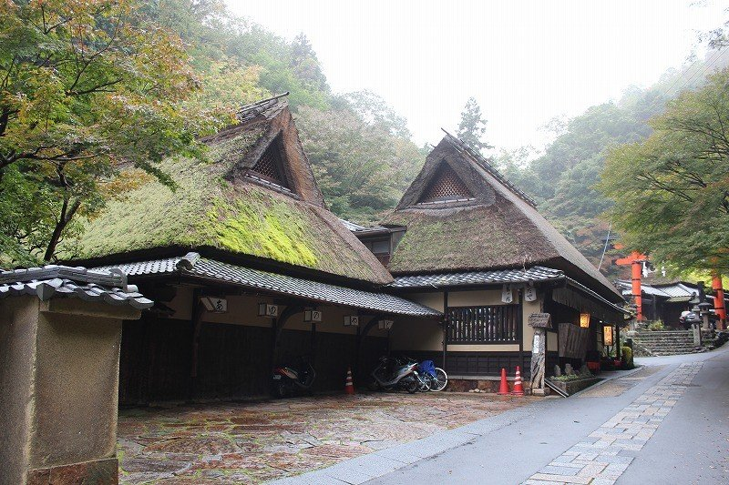 「嵯峨鳥居本」は右京区の西部、小倉山のふもとから清滝にかけての地域の名である