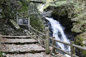 <p>The path to the waterfall isn&#39;t too steep</p>