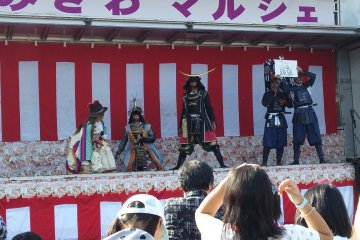 <p>The performance ends with a quiz about Sendai</p>