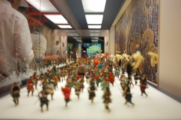 <p>Miniature display of the Summer War of Osaka garners lots of attention from the visitors</p>