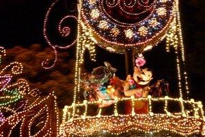Lilo & Stitch in the Dream Light Parade