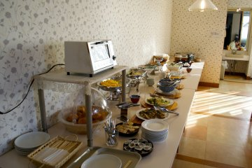<p>The breakfast buffet</p>