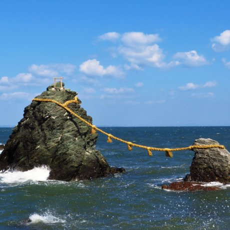 Meoto-Iwa dan kuil Shinto Futami Okitama