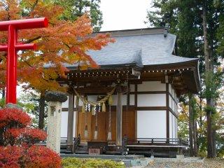 У подножия горы Майдзуру приютился храм синтоистского божества Китаро Инари - бога жатвы и плодородия