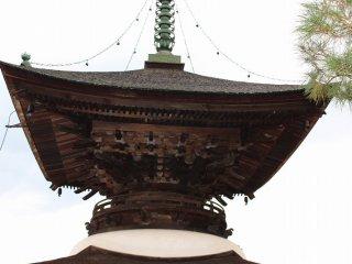 多宝塔(たほうとう)は、寺院建築のうち仏塔における形式のひとつである