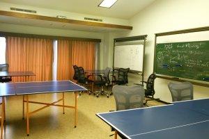 Office Zone กับที่นั่งทำงานและอ่านหนังสืออย่างสบายๆ พร้อมกระดานให้บริการ