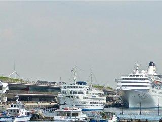 ท่าเรือ Osanbashi ให้การต้อนรับแก่เรือลำใหญ่และงดงามตลอดทั้งปี