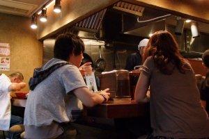 Honmarutei has counter seating.