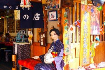 <p>A kimono-clad mannequin at the entrance</p>