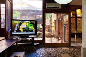 Ресторан, и стилизированный японский садик
