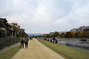 <p>This reminds me of the Seine in Paris, where people also gather at the riverbank and socialize</p>