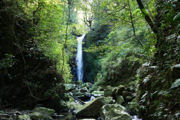 <p>A 40&nbsp;minute hike from Zatou-daki, Ko-taki&nbsp;has a small table for picnic lunches and deep, emerald blue pool perfect for swimming.&nbsp;</p>