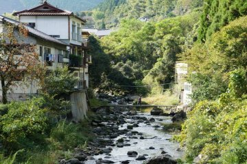 <p>Yunotsuru Onsen Town is nestled in the mountains 15 minutes away from the Minamata downtown area. &nbsp;</p>