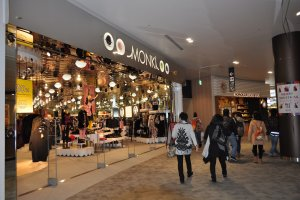 Salah satu toko yang ada di dalam Aeon Mall