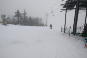 A decent covering of snow at the top of the four man lift that was open at the top