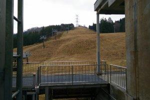 No snow at the top of the Mitsumata Ropeway