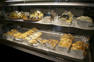 <p>A variety of apple pies and other sweets. Can you choose only one?</p>