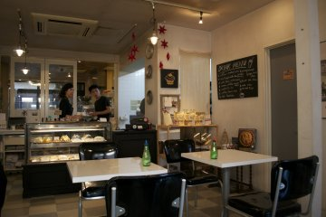 <p>Caf&eacute; interior</p>
