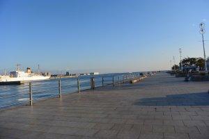 Pemandangan pelabuhan dari Meriken Park