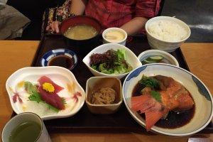 Makanan tradisional Jepang bisa dinikmati sesuai budget, tidak seperti yang orang katakan