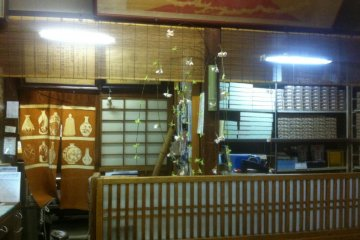 Old shopfront that sells kyoto sweet crackers