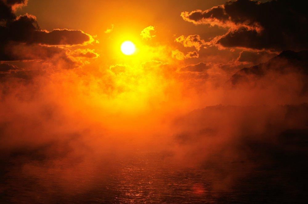 立ち登る湯気のような海霧