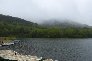Rental boats are available at the Nikko-Yumoto Rest House on the lake and near the Kohan-mae bus stop.
