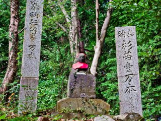 On the approach to Yakuo-in Temple you will find many Jizo situated between religious stone tablets