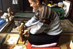 A minha primeira experiência com o descaroçador de algodão, bem divertido!