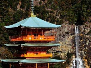 ここは有名なアングル、三重塔と那智の瀧