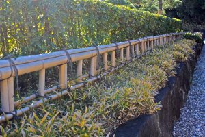 The approach to the garden includes bamboo fencing and stone walls, similar to that of Kinkakujiin Kyoto.