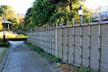 <p>The Shouraitei&nbsp;teahouse sits on the other side of this&nbsp;Katura Tree Fence</p>