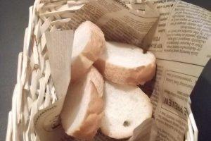И маленькая корзиночка хлеба