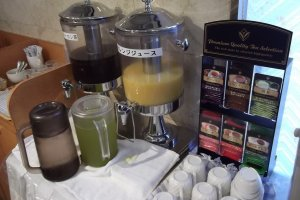 Cà phê, nước ép và trà cho bữa sáng