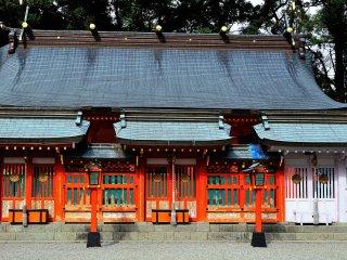 熊野速玉大社は、熊野三山の熊野本宮大社、熊野那智大社と共に世界遺産に登録されている