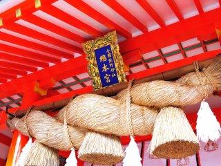 神社のしめ縄の意味は神域と現世を隔てる結界の役割を持つ
