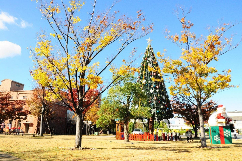 Nikmati keriaan Natal lebih awal di sini