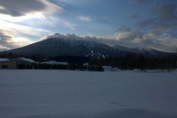 북쪽에서 바라본 이와테 산