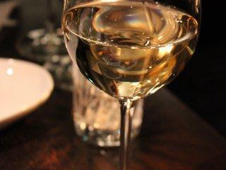 ワインも品揃えが豊富。グラスワインが安くて美味しい
