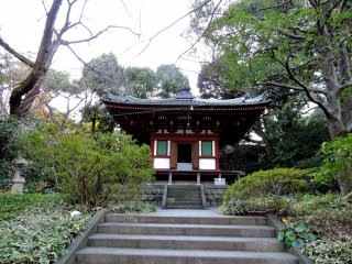 Kannon hall seen from the entrance gate