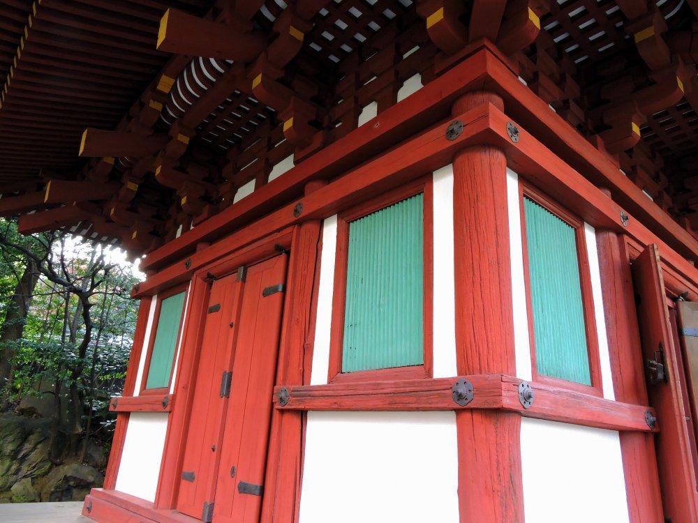 Olhando o cimo da Sala Kannon no jardim japonês